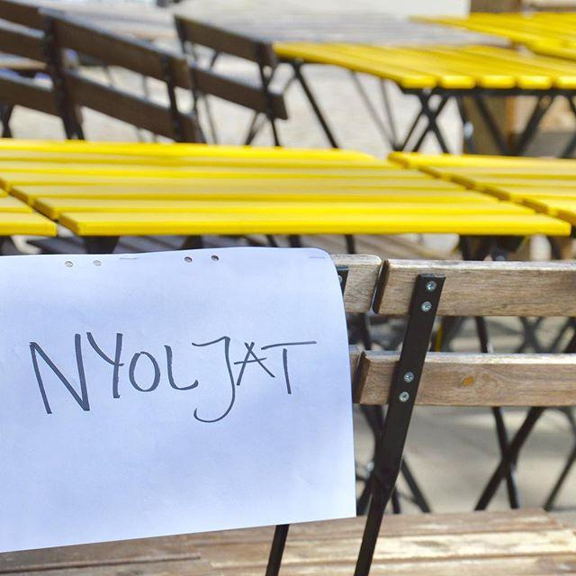 Utemöblerna är oljade och ommålade, redo för utesäsongen! Imorgon kl 9 väntar vi på dig med en finfin uteservering redo #materiamajorna #utesäsong